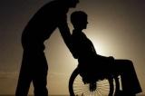 Una preadolescente e la mamma con disabilità
